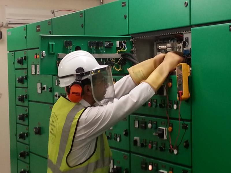 ELECTRICAL HAZARDS  (Qualified electrician)